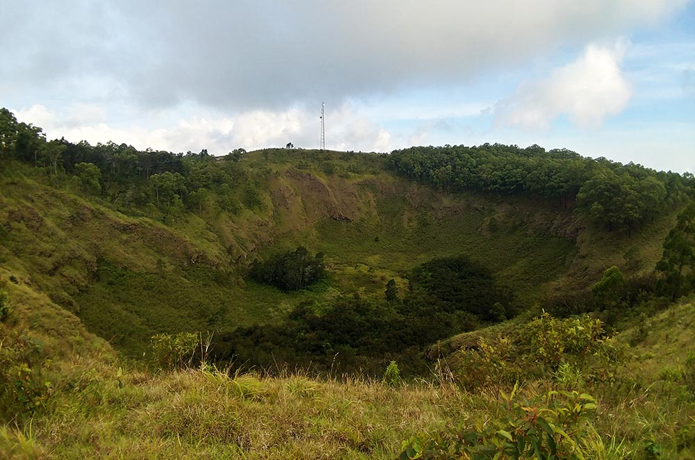 Crater in Wolo Bobo