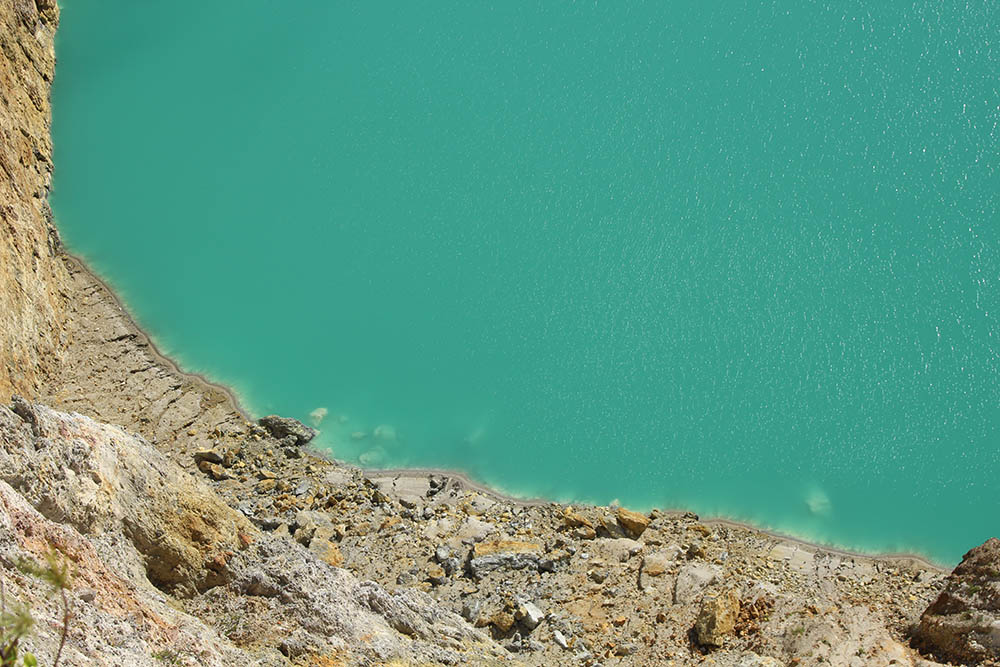 sulfur in the lake