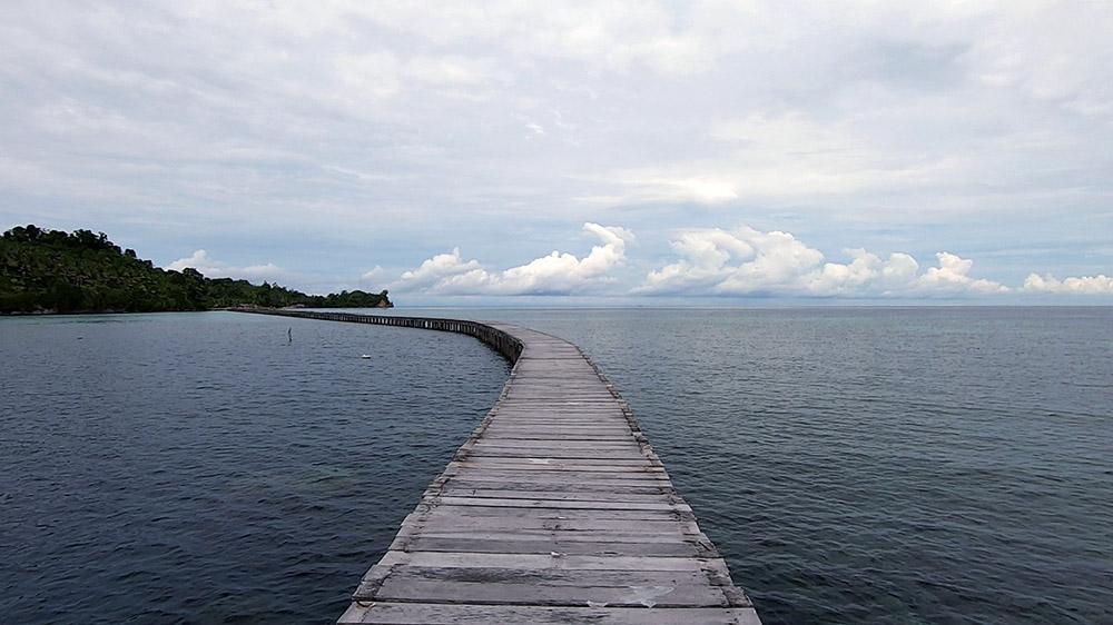 bridge between Papan and Melange